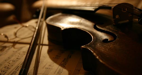 Фото скрипки в сепии